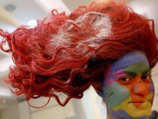 İzmirli kız saçına Türk bayrağı modeli yaptırdı